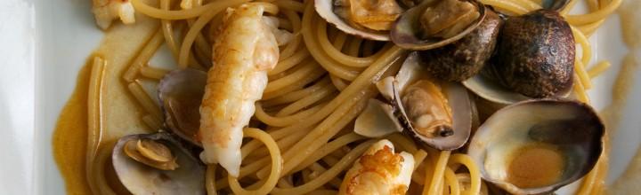 Spaghetti con vongole, scampi e zenzero